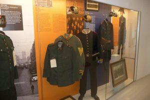 Anlage 07 - Foto Exponate Uniformgeschichte