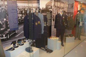 Anlage 08 - Foto Exponate Uniformgeschichte